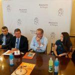 Alcaldes, diputado, presidente de Diputación y Lorena de la Fuente en la presentación.