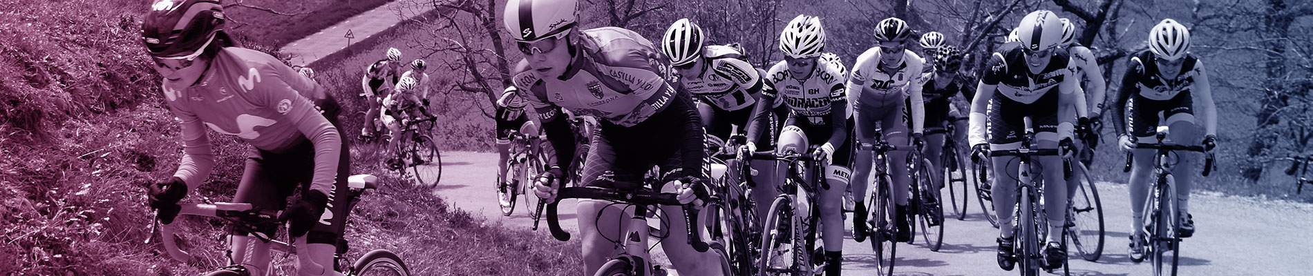 Ciclistas subiendo colina
