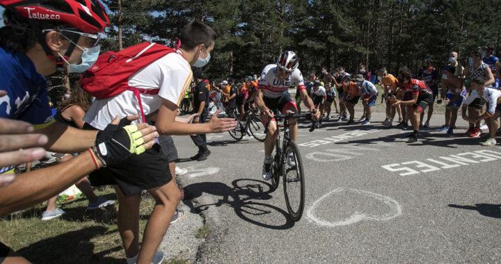 Ciclista subiendo Las Lagunas